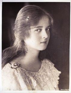 [BORN] Bette Davis / Born Ruth Elizabeth Davis, April 5, 1908 Lowell, Massachusetts, U.S. / Died October 6, 1989 (aged 81)