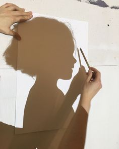Stay at Home Club 🌞Sunshine Sunshine Shadow Tracing via you need is pen and paper! kids could even trace their favorite toys. Projects For Kids, Diy For Kids, Cool Kids, Crafts For Kids, Recycled Art Projects, Shadow Drawing, Shadow Art, Toddler Activities, Activities For Kids