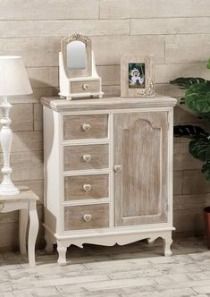 Shabby Chic Furniture: How to Paint and Distress Shabby Sheek Decor, Shabby Style, Paint Furniture, Furniture Makeover, Office Furniture, Repurposed Furniture, Shabby Chic Furniture, Painted Drawers, Shabby Chic Bedrooms