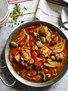 Spanish Chicken Stew Recipe with Chorizo, Paprika & Olives - Paleo Main Meals Chorizo Recipes, Mexican Food Recipes, Soup Recipes, Slow Cooker Recipes, Chicken Recipes, Cooking Recipes, Healthy Recipes, Recipies, Cooking Games