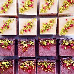 Vegan White Choc + Dark Choc Raspberry Cheezecakes | via www.blendlove.com