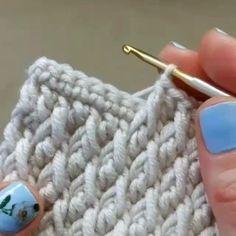 Free Crochet Stitches from Daisy Farm Crafts - Salvabrani Free Crochet Pattern for the Blueberry Stitch! Learn how to crochet bobbles with this easy crochet tutorial. ― Crochê Sem Mistérioさん( 「Quer Aprender A fazer Croche No Conforto Da Sua Casa Crochet Simple, Love Crochet, Learn To Crochet, Crochet Crafts, Crochet Yarn, Crochet Projects, Crochet Afghans, Crochet Vests, Crochet Pouch