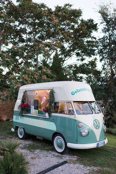 "The ""Gelato"" van is the perfect way to make people happy at an Italian wedding"