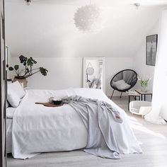 26 Ideas For Bedroom Goals Inspiration Simple Clean Bedroom, Bedroom Wall, Bedroom Decor, Teenage Beds, Teenage Girl Bedrooms, Matching Bedding And Curtains, Bedding Sets, Minimalist Bed, Trendy Bedroom