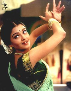 "Aishwarya's dance shot 4rm her Tamil movie ""Kondukonden Kondukonden"" Link-http://www.youtube.com/watch?v=hXqg3kiw2ls"