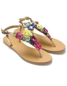 Beach Babe Essentials: 10 Chic Accessories For Your Day At The Beach.  ♥ Gorgeous Sandals