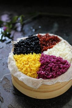 As a traditional Zhuang region popular snack, the five-colored sticky rice is in named for its five kinds of color- black, red, yellow, white and purple. Each year in Qingming festival season, family of all ethnic groups in Guangxi would make the five color sticky rice. They loved the flavor and see it as a symbol of harvest and good luck.