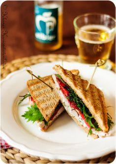 Erdbeer-Hähnchen-Sandwich mit gepfeffertem Ziegenfrischkäse