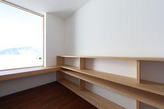 Wohnhaus Altmünster - Entwurf FISCHILL Architekt Dining Bench, Furniture, Bedroom, Storage, Home Decor, Mockup, Homes, House, Purse Storage