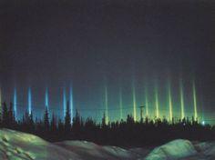 Columnas de luz (tan mágicas como las auroras boreales)  Un fenómeno menos conocido que las auroras polares, pero no menos espectacular, son las columnas o postes de luz.