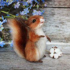 У меня новая гостья- белочка Полинка. Зачастили ко мне рыжики #белочка #белка #squirrel #animals #feltingwool #felting #сухоеваляние #наше_шерстяное_лето2 #валянаяигрушка #валяниешерсти #сувенирручнойработы