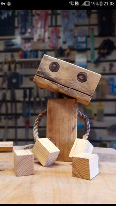 Pin by andrea christensen on kids wooden toys Wooden Art, Wooden Crafts, Wooden Toys, Diy And Crafts, Wood Shop Projects, Fun Projects, Robots Vintage, Woodworking Shop, Woodworking Projects