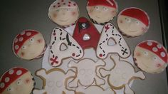 Pirates cup cakes and cookies
