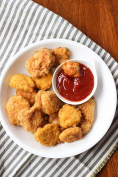 These Quick and Easy Paleo Chicken Nuggets make a great packable lunch of after school snack!