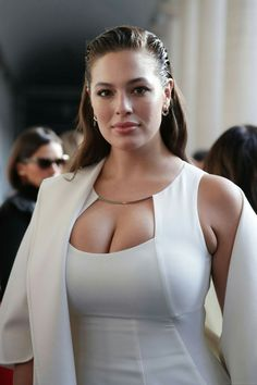 Ashley Graham Shows Sexy Cleavage In White Dress Ashley Graham, Plus Size Model, Mannequins, Sexy Women, Curvy, Celebs, Glamour, Beauty, Milan Fashion