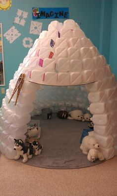 Igloo made from plastic water bottles- this would make a great form of recycling and fun for a daycare type environment. (as long as you find a way they won't get knocked down). Daycare Crafts, Crafts For Kids, Diy Crafts, Winter Fun, Winter Theme, Winter Activities, Preschool Activities, Milk Jug Igloo, Milk Jugs