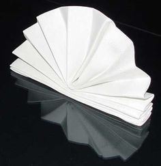standing fan napkin fold with instructions - made these using aussie flag napkins they look like little Opera Houses very cute on the lunch table