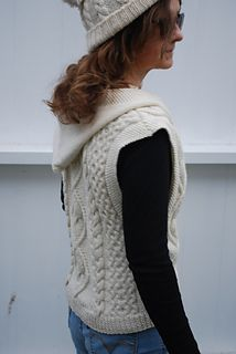 Knitted_vest_with_cables_and_hood_3_small2