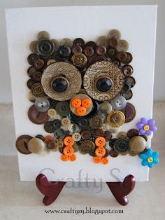 Canvas owl Button Art - may take a lot of collecting but I'm sure you could do this! Button Art Projects, Button Crafts, Craft Projects, Owl Crafts, Bead Crafts, Arts And Crafts, Button Art On Canvas, Dorset Buttons, Diy Buttons