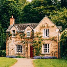 Cutest little cottage #insta_ni #Ireland #darlingweekend