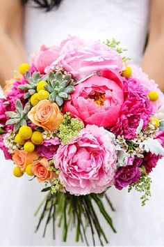 I like this cottage bouquet look. Very pretty