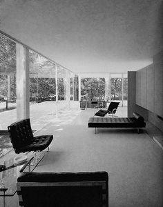 urbnite - Barcelona Chair by Mies Van der Rohe Barcelona. Bauhaus, Interior Architecture, Interior And Exterior, Interior Design, Casa Farnsworth, Ludwig Mies Van Der Rohe, Home And Living, Modern Design, House Design