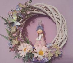 Jarní věneček laděný do růžovo-fialova
