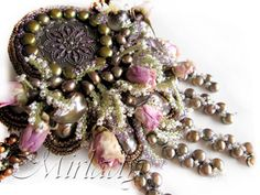 Necklace with real roses