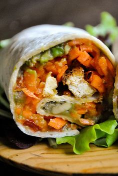 Vegan wraps with carrot noodles pepper tofu and guacamole VeganSandra tasty cheap and easy vegan recipes by Sandra Vungi Vegan Lunch Recipes, Vegan Lunches, Vegan Dinners, Cooking Recipes, Meatless Recipes, Tofu Recipes, Vegetarian Meals, Cold Lunches, Going Vegetarian