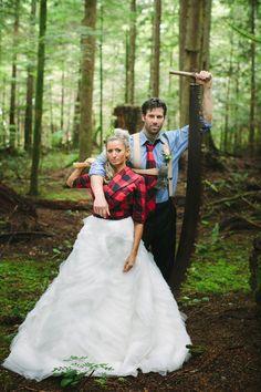 modern-wedding-thoughts: A lumberjack bride and groom! She looks so cute AND woodsy! Lumberjack Wedding, Plaid Wedding, Cabin Wedding, Woodland Wedding, Dream Wedding, Flannel Wedding Dress, Fall Wedding, Wedding Pics, Wedding Shoot