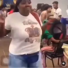 Funny Black Memes, Really Funny Memes, Funny Video Memes, Stupid Funny Memes, Funny Relatable Memes, Funny Facts, Dance Choreography Videos, Dance Videos, Funny Dancing Gif