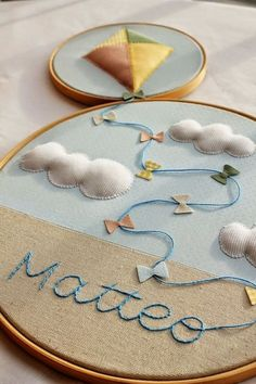 9 Ideas for Handmade Christmas Gifts to Make at Home Embroidery Hoop Decor, Hand Embroidery Flowers, Hand Embroidery Patterns, Diy Embroidery, Baby Crafts, Felt Crafts, Home Crafts, Felt Decorations, Handmade Christmas Gifts