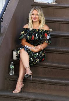 Hillary Duff wearing Saint Laurent and Tibi Hilary Duff Style, Hilary Duff Legs, Hilary Duff Show, The Duff, Sexy Legs, Saint Laurent, Celebrity Style, Summer Outfits, Sexy Women