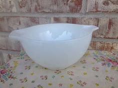 Check out this item in my Etsy shop https://www.etsy.com/listing/239489017/vintage-opal-white-pyrex-441-15-pint
