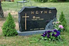 Finnish sniper legend Simo Hayha killed over 500 soviets in the Winter War and led the Red Army to seriously rethink tactics in the run up to WWII. Military Figures, Military Police, North American Arms, Troops, Soldiers, Red Army, Grave Memorials, Photo Location, Warfare