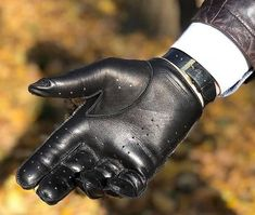 INLEATHERGLOVES Leather Driving Gloves, Leather Gloves, Leather Men, Black Leather, Dapper Men, Handsome, Fashion, Gloves, Moda