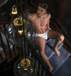 http://www.alanilagan.com/male-nudity/hunk-of-the-day-laurence-hulse/