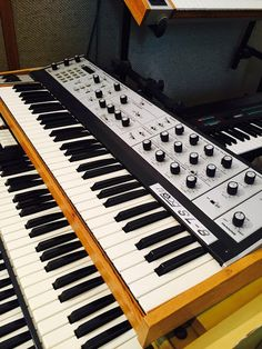 MATRIXSYNTH: New Pic of the Vintage Eight Voice Analog Moog SL-...