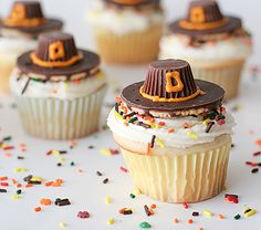 Thanksgiving Pilgrim Hat Cupcakes
