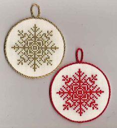 Снежинки Cross Stitch Christmas Ornaments, Xmas Cross Stitch, Counted Cross Stitch Patterns, Cross Stitch Designs, Cross Stitching, Cross Stitch Embroidery, Hand Embroidery, Cross Stitch Patterns Free Christmas, Free Cross Stitch Charts