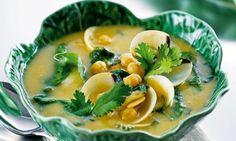 Sopa de grão e amêijoas. Esta receita de sopa de grão e amêijoas é uma bela maneira de começar uma refeição.