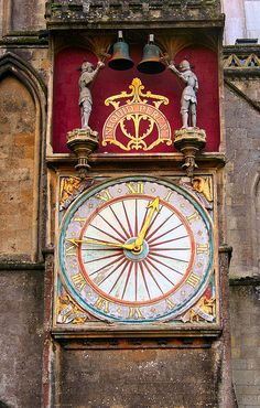 """The clock on the exterior of Wells Cathedral. The latin motto """"Nequid Pereat"""" means """"Let Nothing Perish"""""""
