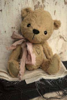 Teddy Bear so cute for a little girl Teddy Bear Hug, Cute Teddy Bears, Teddy Toys, Shape Crafts, Vintage Teddy Bears, Love Bear, Bear Doll, Cuddling, Little Girls