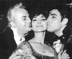 Receiving kisses from Tito Gobbi and Renato Cioni after a gala performance of Tosca at Covent Garden in 195, which turns out to be her final appearance on the operatic stage.