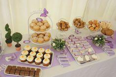 τραπεζι γλυκών σε μωβ αποχρωση, αλλά με χριστουγεννιατικη διακόσμηση. γλυκα: cupcakes, pop cakes, makarons, σοκολατακια, μελομακαρονα, ατομικα παστακια
