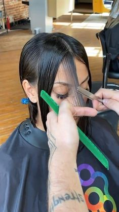 Hair Cutting Videos, Hair Cutting Techniques, Hair Videos, Hair Color Techniques, Hair Up Styles, Medium Hair Styles, Diy Haircut, Aesthetic Hair, Hair Highlights