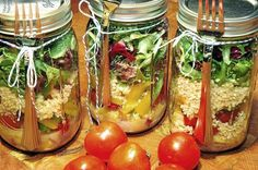 Cooking with Myra: Start new year out right with salad in a jar Clean Recipes, Veggie Recipes, Healthy Recipes, Dinner Recipes, Good Healthy Snacks, Healthy Eating, Healthy Salads, Salads To Go, Boite A Lunch
