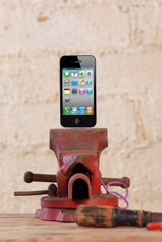 Vintage Medium Vise Iphone and Ipod Dock Charger