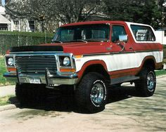 78 Ford Bronco.  Had one just like it.