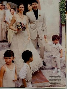 Edge and Morleigh Steinberg wedding day with their kids - Holly, Arran, Blue Angel, Sian and Levi - 2002 Star Wedding, Wedding Music, Wedding Day, Adam Clayton, Dublin, Celebrity Couples, Celebrity Weddings, The Edge U2, Running To Stand Still